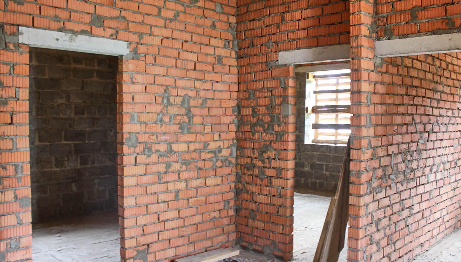 Возведение кирпичных стен